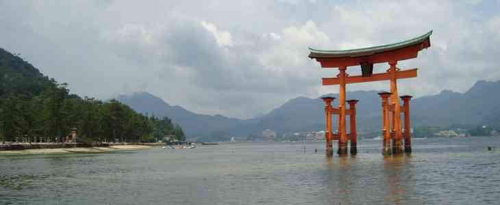 temple porte japon eau